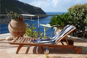 Sun_lounger_on_the_pool_terrace