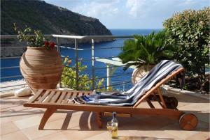 Sun_lounger_on_the_pool_terrace