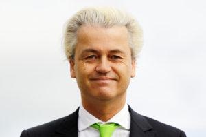 2014-05-22 09:04:56 DEN HAAG - PVV-leider Geert Wilders bij basisschool De Walvis waar hij zijn stem uitbracht op een kandidaat voor het Europees Parlement. ANP BAS CZERWINSKI